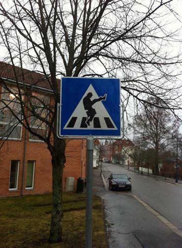 En ikke helt almindelig fodgængerovergang i Ørje i Østfold, Norge.