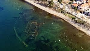 Kun 20 m fra land finder man den underjordiske basikila, St. Neophytos.
