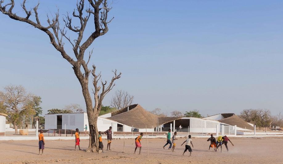 THREAD Artists' Residence beliggende i Sinthian i Senegal er tegnet af Toshiko Mori. Et residency for alle slags kunstnere, der har brug for arbejdsro i helt særlige omgivelser. Copyright: Toshiko Mori Architect 2016