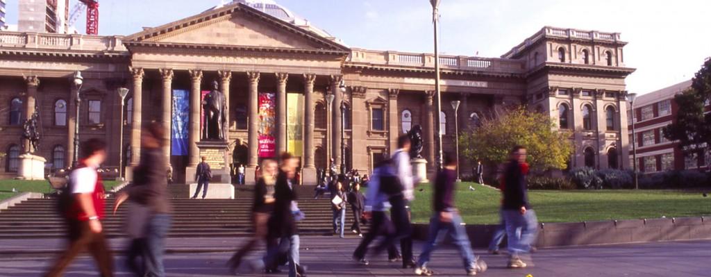 Den fornemme indgang fra Swanston Street til State Library of Victoria.