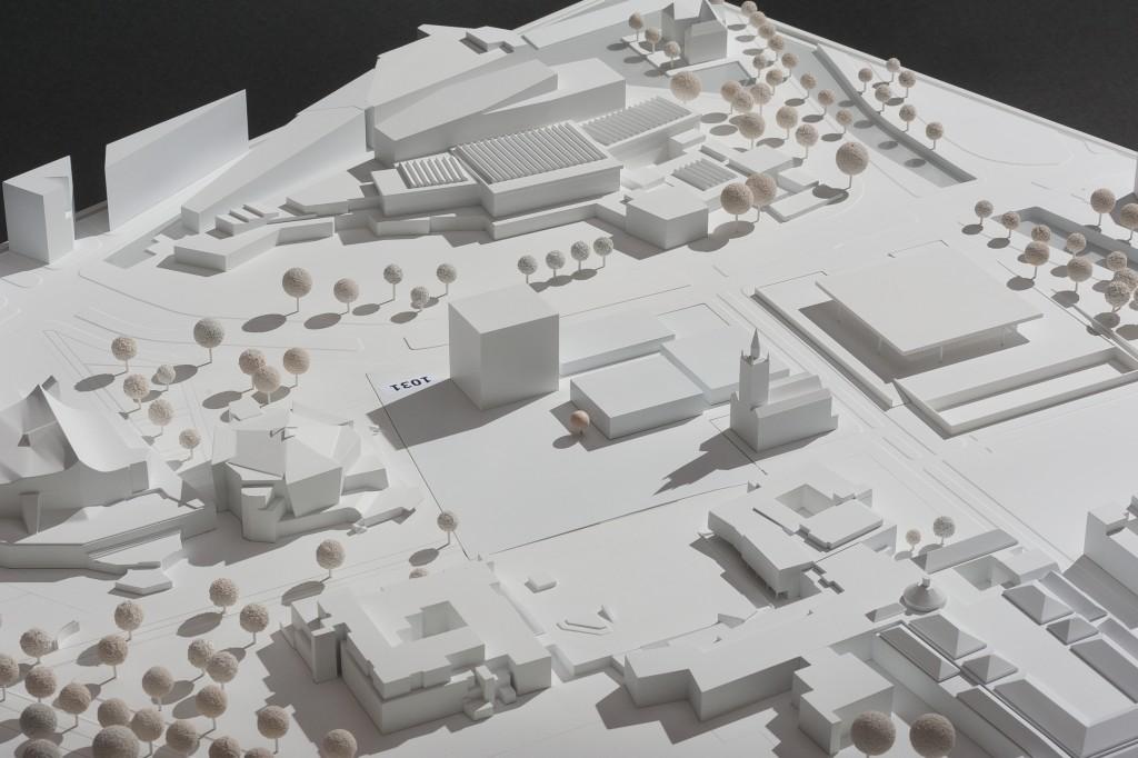 """Ideenwettbewerb """"Das Museum des 20. Jahrhunderts und seine städtebauliche Einbindung"""": Modellfoto des Siegerentwurfs Tarn-Nr. 1031 (Blickrichtung Südosten)"""