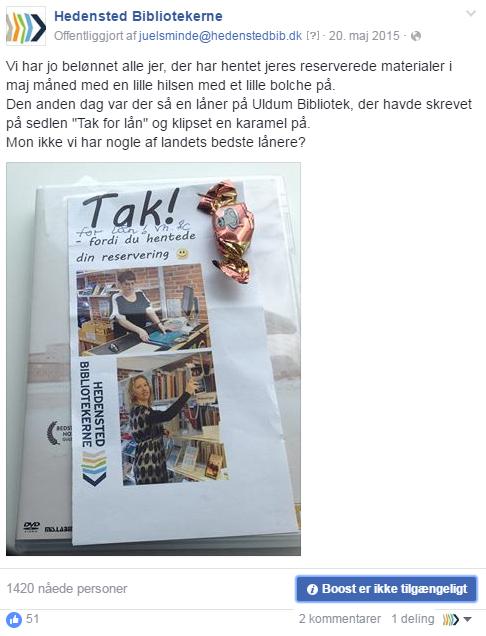 Hedensted-bibliotekerne har i en kampagne sagt tak til de som hentede bestilte bøger - med en bolchehilsen. Og selvfølgelig boostet det gennem Facebook.